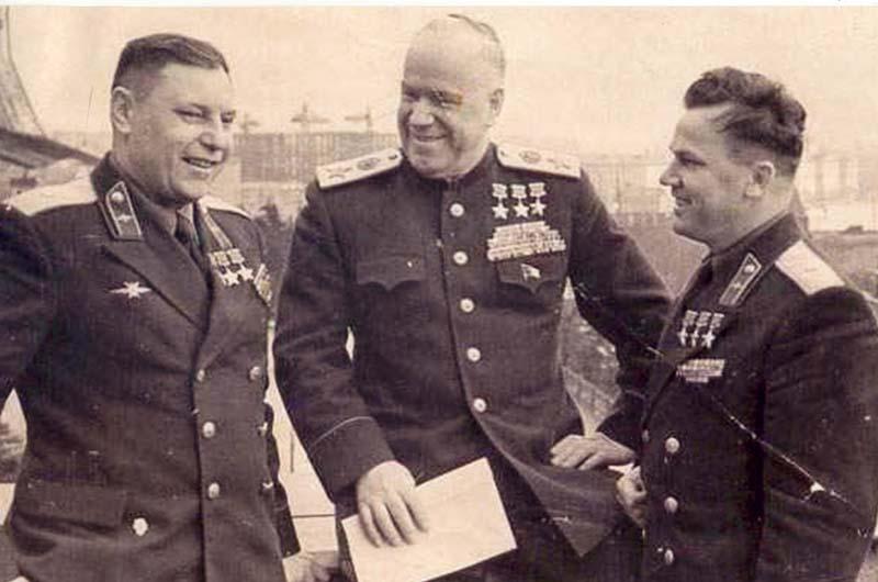Трижды Герои Советского Союза - А.Покрышкин, Г.Жуков, И.Кожедуб